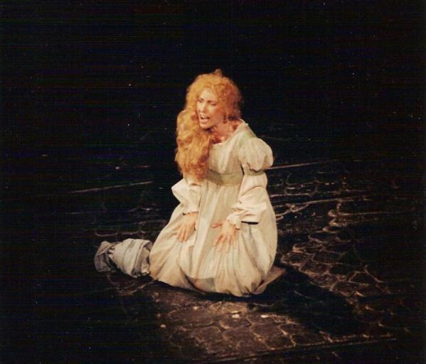 Fabell interprête Fantine, au théâtre Mogador, dans la comédie musicale Les Misérables - © D.R
