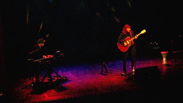 Fabell au Vingtième Théâtre à Paris:  public sous le charme et critique dithyrambique. Une soirée d'une rare intensité.