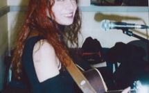 IL ETAIT UNE FOIS.  Fabell/Fabienne Elkoubi a découvert très tôt et d'une étrange manière sa passion pour la musique...